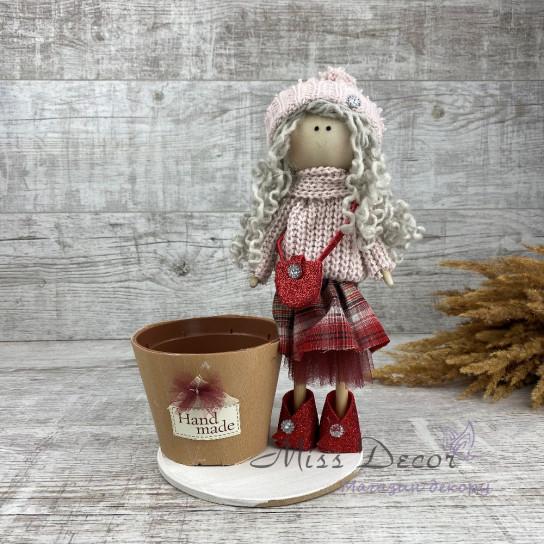 Интерьерная кукла в шапке и платье