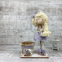 Кукла девочка веселая