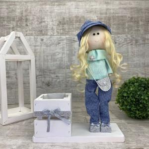 Интерьерная кукла в кепке + коробочка *рандомный выбор цвета