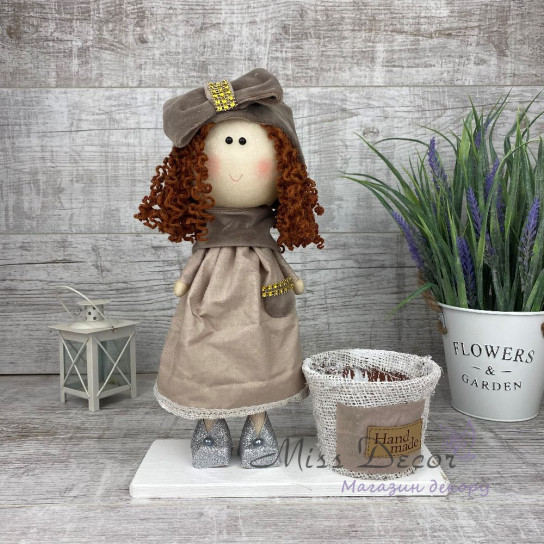 Интерьерная кукла с бантом и платье