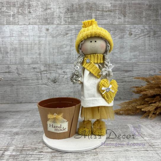 Интерьерная кукла в шапке