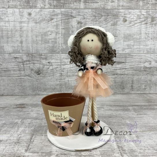 Интерьерная кукла в наушниках