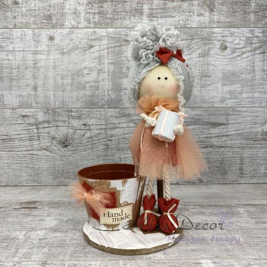 Интерьерная кукла с подарком